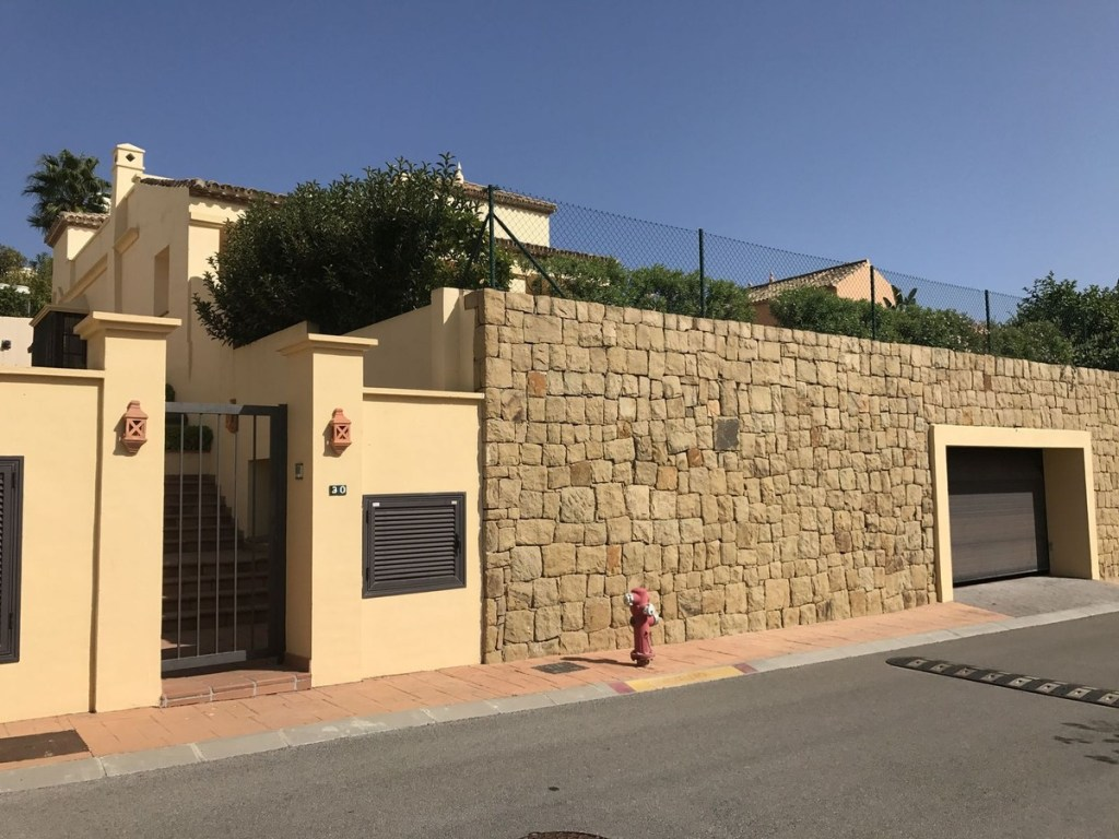 Villa – Semi Detached for Sale in Sotogrande, Cádiz, Spain