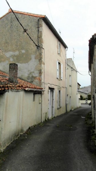House for Sale in Viennay, Poitou-Charentes, France