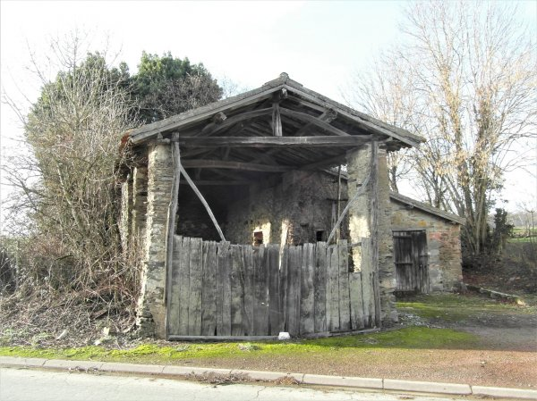 Barn for Sale in , Poitou-Charentes, France