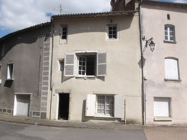 House for Sale in Saint-Loup-Lamaire, Poitou-Charentes, France