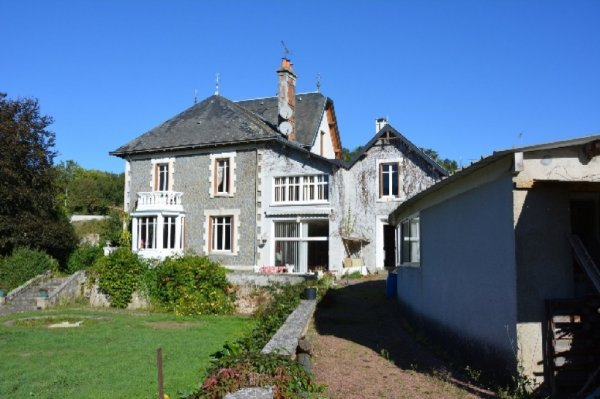 House for Sale in Argenton Chateau