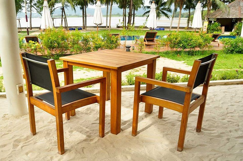 table et chaise de jardin en bois