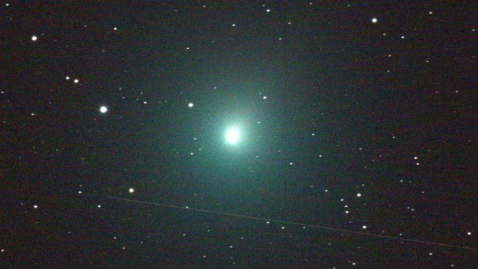 """Cometa que passou próximo à Terra está carregando água """"semelhante a um oceano"""" 1"""