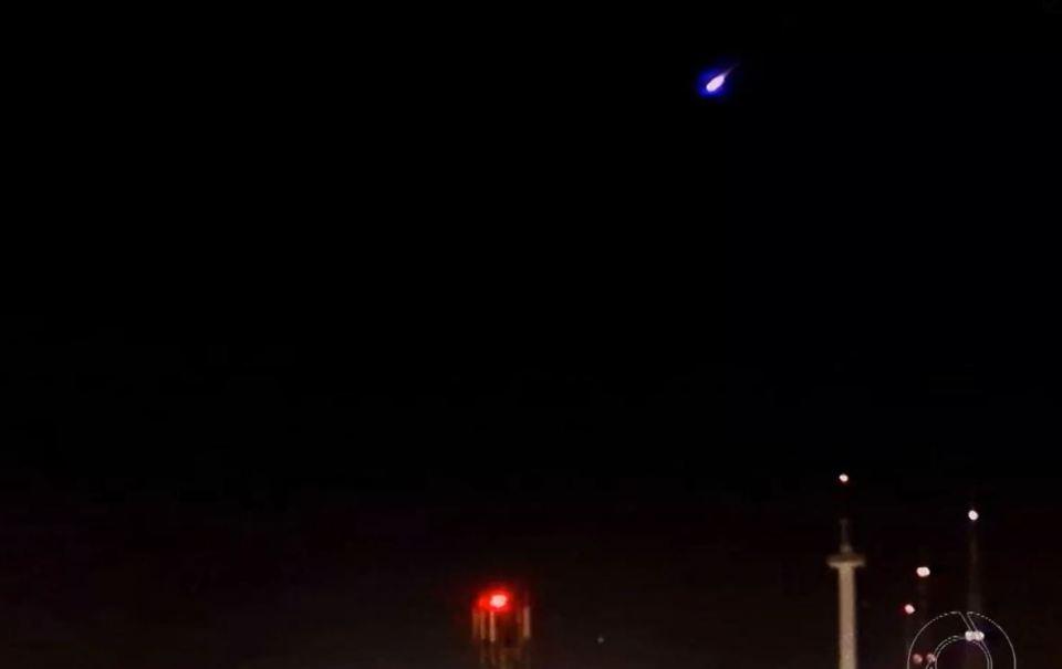 meteoro cruza o céu do extremo nordeste do Brasil