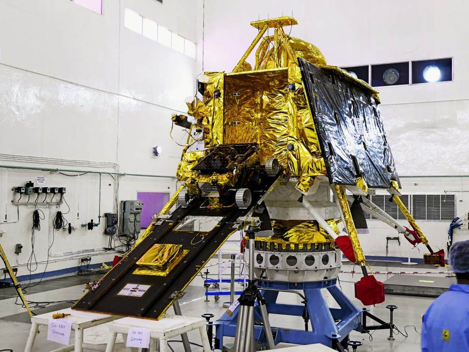 Agência espacial da Índia cancela missão à Lua apenas uma hora antes do lançamento