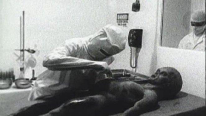 """Quadro de vídeo de """"autópsia alienígena"""" vai à leilão"""