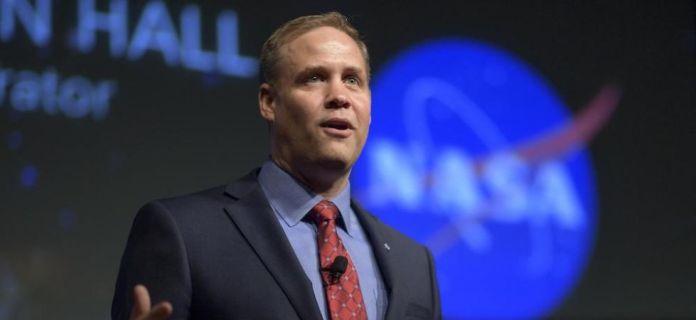 Chefe da Nasa diz que há chance de colisão de asteroides com a Terra