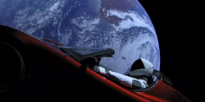 Tesla Roadster quebra recorde: é o carro mais longe da Terra - já completou uma órbita ao redor do Sol