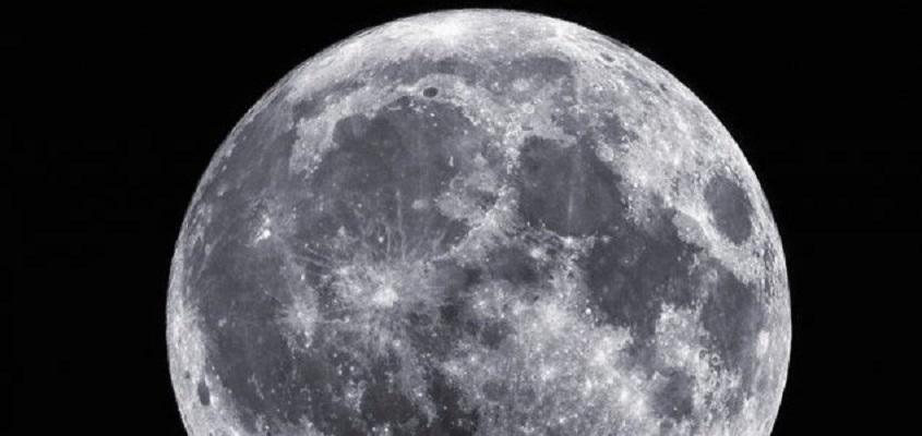Renomado cientista da Harvard diz que a Lua pode conter evidências de vida alienígena