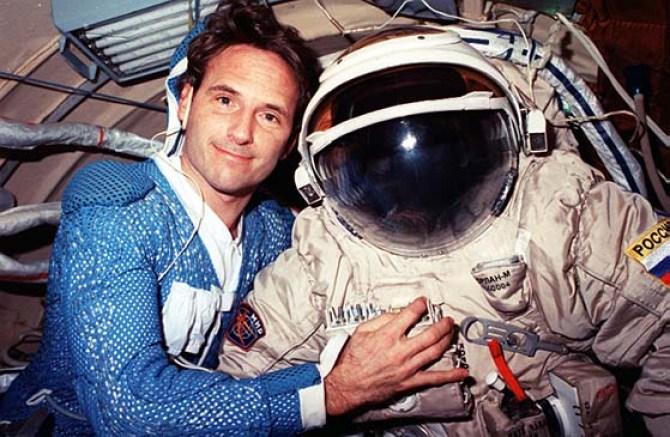 Astronauta da NASA admite ter visto OVNIs quando estava no espaço