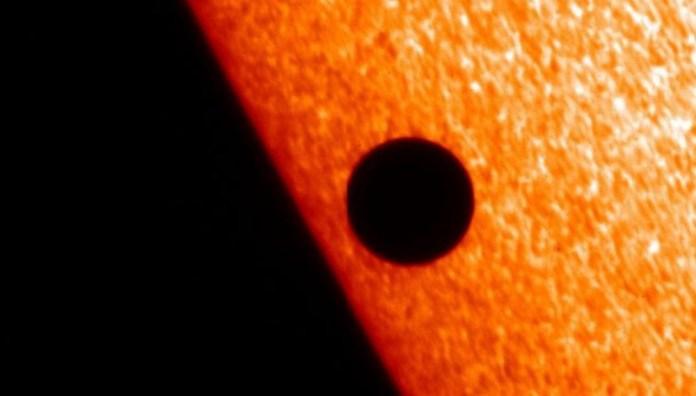 Mercúrio irá passa na frente do Sol em raro espetáculo no céu