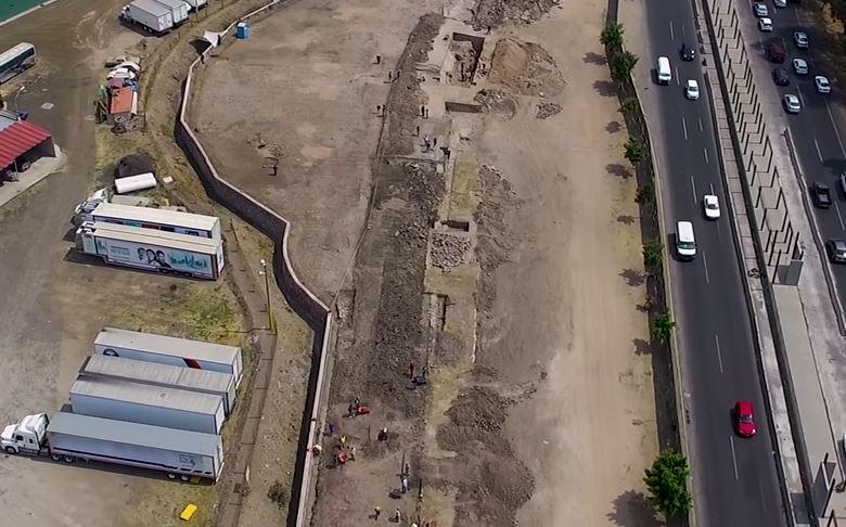 Arqueólogos descobrem túnel asteca ao lado de rodovia movimentada no México