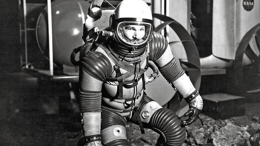 """Eugene Shoemaker: o único ser humano """"sepultado"""" na Lua"""