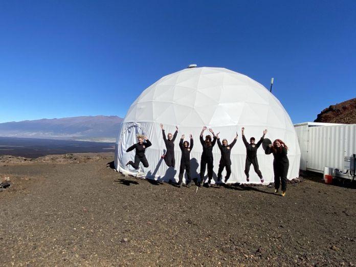 """Tripulação exclusivamente feminina inicia histórica """"missão a Marte"""""""