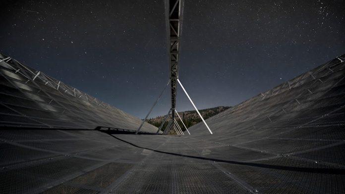 Algo está enviando sinais do espaço para a Terra a cada 16 dias