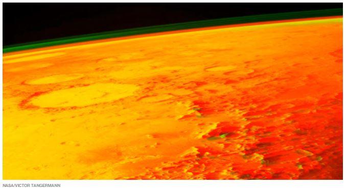 Sonda da NASA detecta estranhos brilhos no céu de Marte