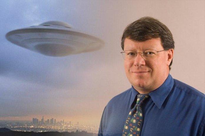 """""""A pesquisa está apenas começando"""", diz ex-cientista da NASA sobre OVNIs"""