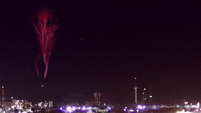 """Luzes extremamente raras de """"Gigantic Jet"""" aparecem no céu do nordeste (Brasil)"""