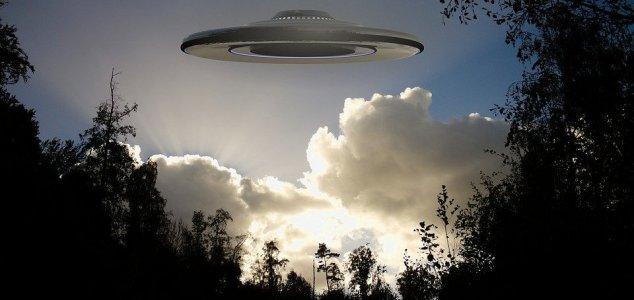 """Homem relata ter visto """"batalha aérea de OVNIs"""" na Austrália"""