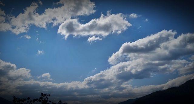 Barulho estranho vindo do céu sobre, agora sobre os Alpes, na Áustria