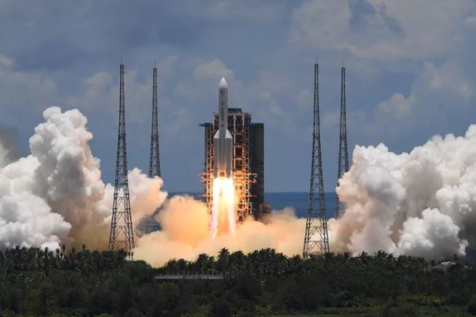 China lança missão a Marte com jipe-sonda a bordo