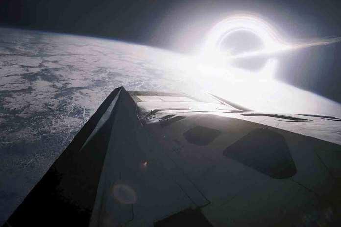 Planetas que orbitam buracos negros podem abrigar vida 'além do extremo'