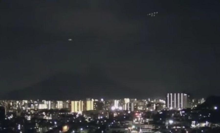 OVNI é seguido por outros OVNIs misteriosos sobre vulcão, no Japão