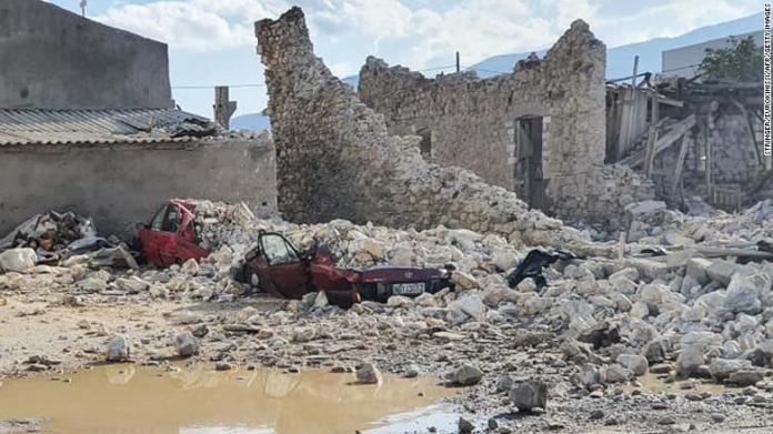 Forte terremoto sacode a Turquia e a Grécia, causando tsunami