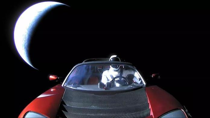"""Carro de Elon Musk passou """"perto"""" de Marte, diz especialista espacial"""
