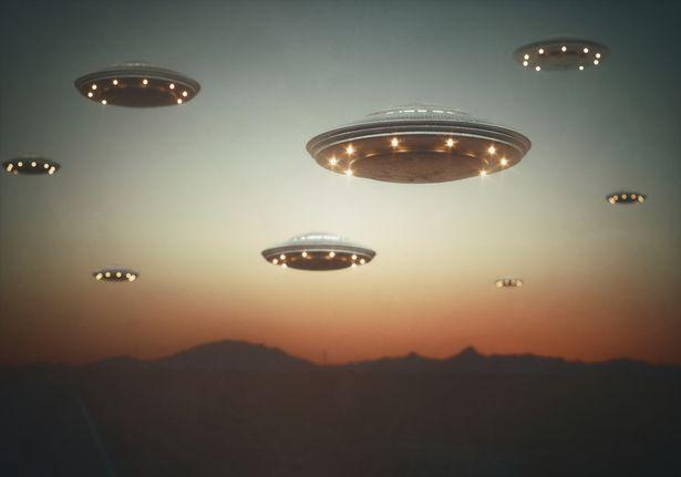 """Extraterrestres estão nos ouvindo, mas não dizem """"olá"""", diz cientista"""