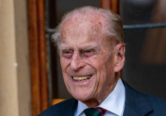 Príncipe Philip passou décadas coletando livros sobre OVNIs e ETs