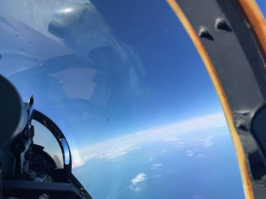 Foto recém vazada do DoD (EUA) mostra possível OVNI