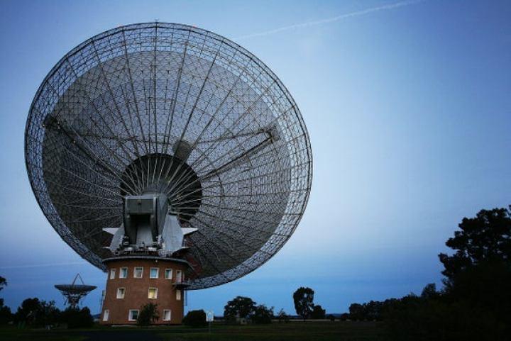 Por que os astrônomos estão interessados neste sinal misterioso?