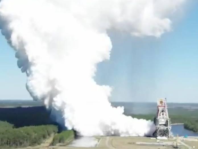 NASA dispara com sucesso os 4 motores principais de seu foguete para Lua