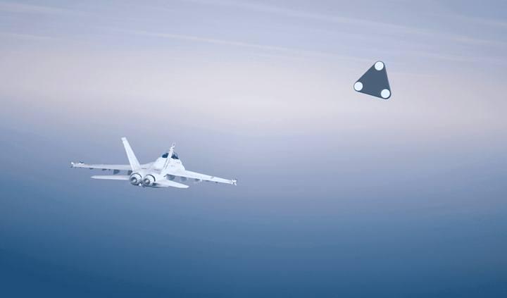 Pentágono pode ter foto nítida de um OVNI triangular saindo do mar
