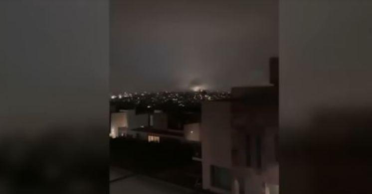 Luzes aparecem sobre a Cidade do México durante o terremoto 7.0
