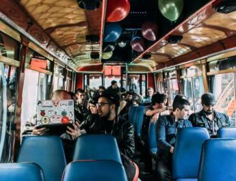 Fútbol con robots, drones, videojuegos históricos y el clásico bus con hackers por la Ciudad, la promesa de Ekoparty por sus 15 años en Argentina