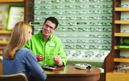 Pearle Vision licensed operator assisting a customer