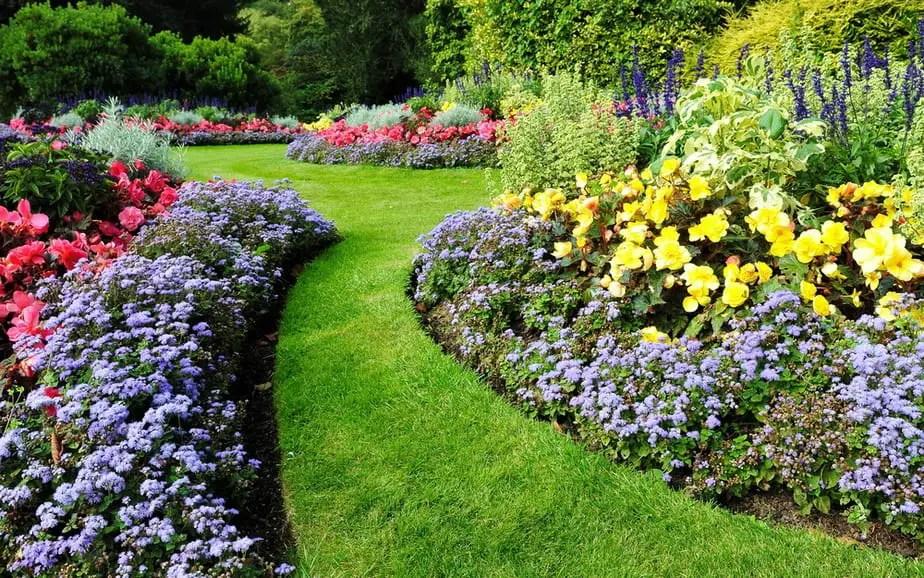 21 Easy Backyard Landscaping Ideas on a Budget ( #15 is so ... on Cute Small Backyard Ideas id=85971