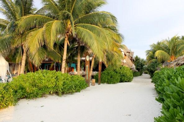 Mexico, Isla Holbox: Straße zum 5-Sterne Hotel Tortuga.