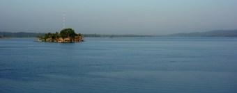 Flores, Palenque, San Cristobal: Spiegelglatter See am Morgen