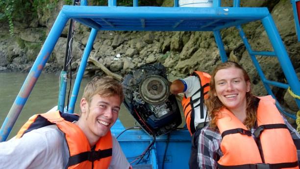 3269_SanCristobal_CanonDeSumidero_Motorreparatur-aber-wir-haben-Spass-mit-Nathan-und-Charlie-aus-NewOrleans