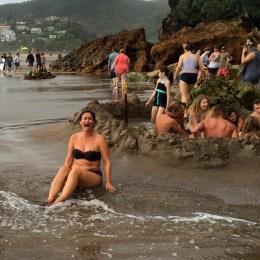 Coromandel, Hot Sand Beach: Bereits in wenigen Zentimetern Tiefe kommt der heiße Quell zu Tage