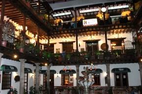 Der Innenhof des historischen Palacio Arzobispal am Plaza Grande in Quito