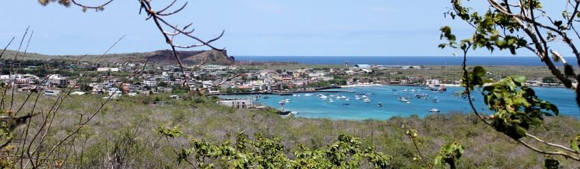 Galápagos, San Cristobal, Los Tijeretas: Blick vom Cerra Tijeretas auf Puerto Baquerizo Moreno
