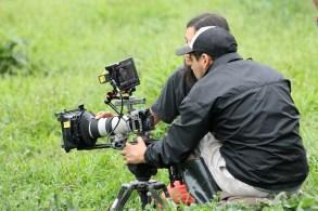 Galápagos, Santa Cruz, Rancho Manzanillo: Ein Team von Dokumentarfilmern beim Dreh u.a. über die Riesenschildkröten, gesponsert vom Ecuadorianischen Touristmusministerium