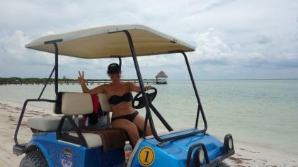 Mexico, Isla Holbox: Otti die rasante Golfcart-Fahrerin. Unterwegs um die Insel zu erkunden