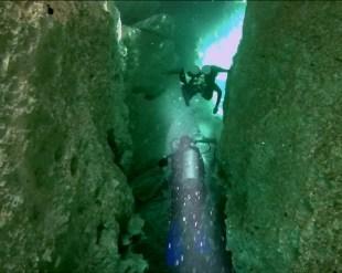 Mexiko, Tulum, Cenoten Tauchen, Casa Cenote: Keine Zeit für Platzangst beim Durchtauchen des Canyons!
