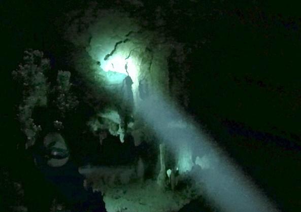 Mexiko, Tulum, Cenoten Tauchen: Unterwasserwelten in den Kavernen der Cenote Dos Ojos