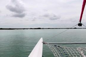 Mexiko, Laguna Bacalar: Windstille, der Elektromotor hilft